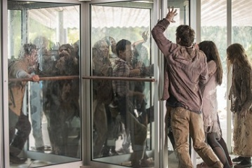 the-walking-dead-revolving-door
